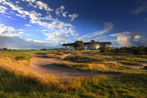 Play at Lakes Golf Club with Master builders golf